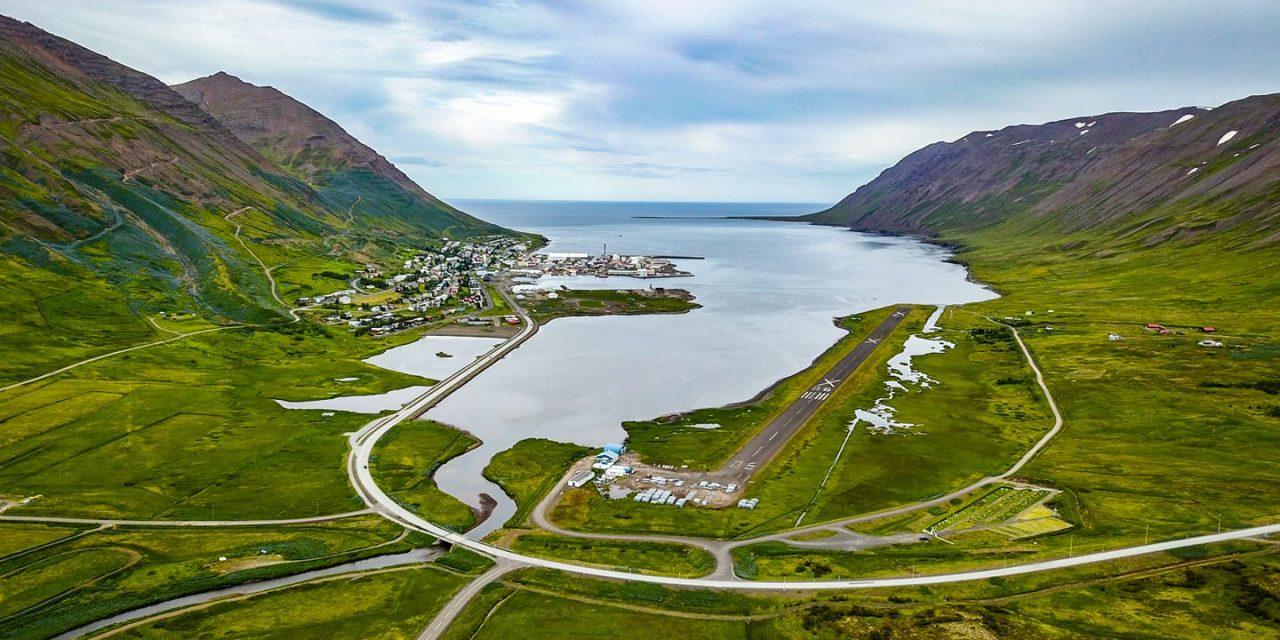 Veðrið leikur við gesti og gangandi á Siglufirði