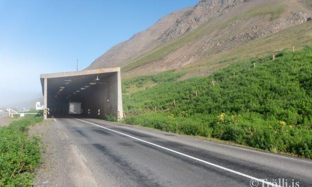 Múlagöngum lokað