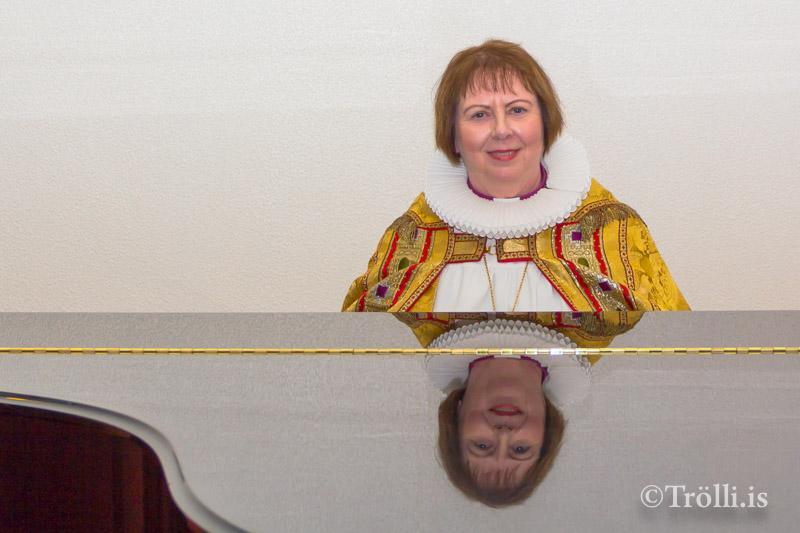 Frú Agnes M. Sigurðardóttir visiterar Skagastrandarprestakall