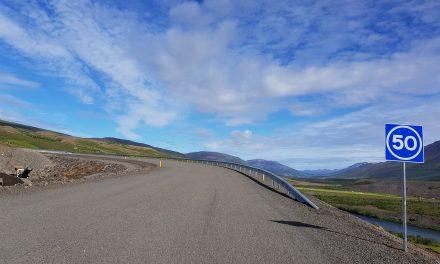 Ekið um Vaðlaheiðargöng á fjórföldum hraða