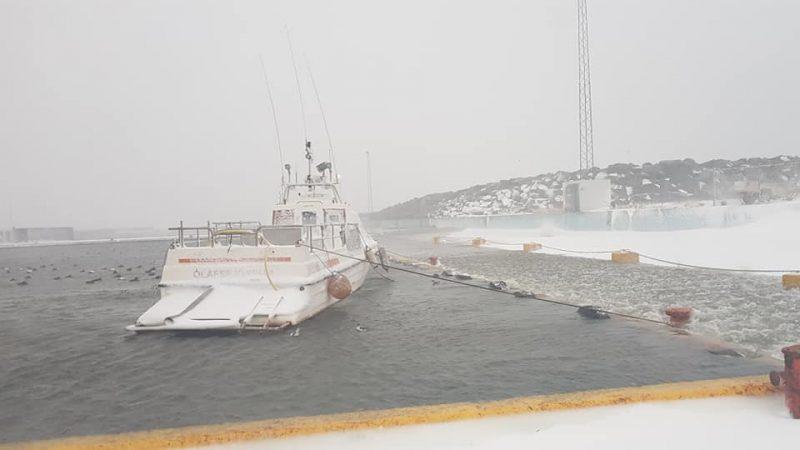 Brim gekk yfir varnagarðana í Ólafsfirði