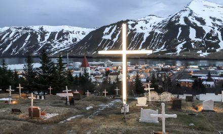 Fjöldi manns vitjar kirkjugarða Siglufjarðar