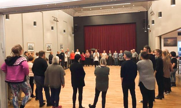 Um 50 manns mættu í fyrsta danstímann í Tjarnarborg