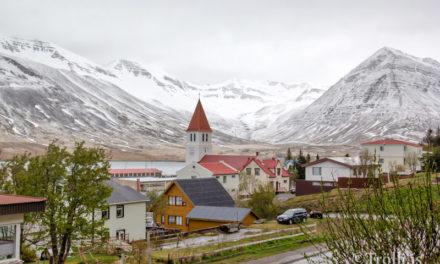 Grátt niður í miðjar hlíðar
