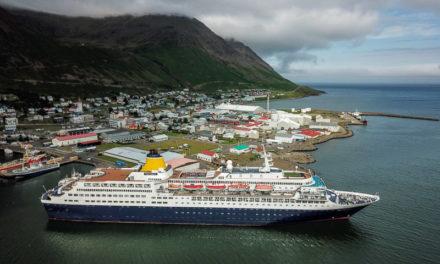 Stærsta skip sem lagst hefur að bryggju á Siglufirði