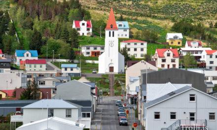 Viðgerð á kirkjutröppunum að ljúka