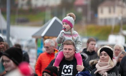 Svipmyndir frá bryggjusöng á Sigló