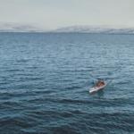 Veiga Grétarsdóttir, kajakræðari og transkona kemur til Siglufjarðar í dag