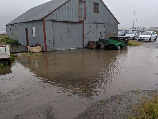 80 cm djúpt vatn í Njarðarskemmu
