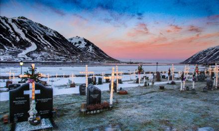 Strákar á Siglufirði byrja að tengja ljósakrossa í dag