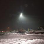 Þakplötur fjúka í Ólafsfirði – götum hefur verið lokað