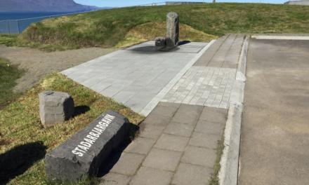 Glæsilegur vatnspóstur vígður á Hofsósi