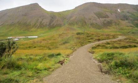 Nýr stígur kominn að útsýnisskífunni á Álfhól