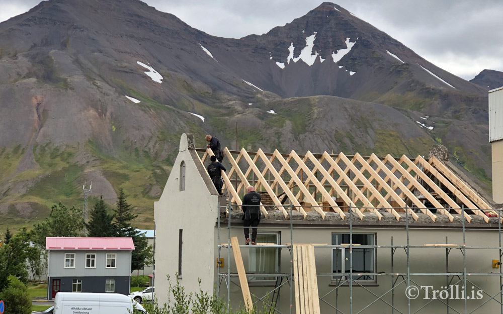 Bókauppboð í Ljóðasetrinu í dag