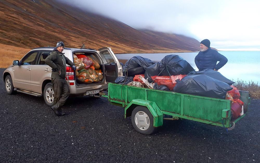 Rusli fleytt eftir Héðinsfjarðarvatni