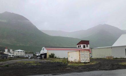 Lentu í sjálfheldu í Hafnarfjalli ofan Siglufjarðar