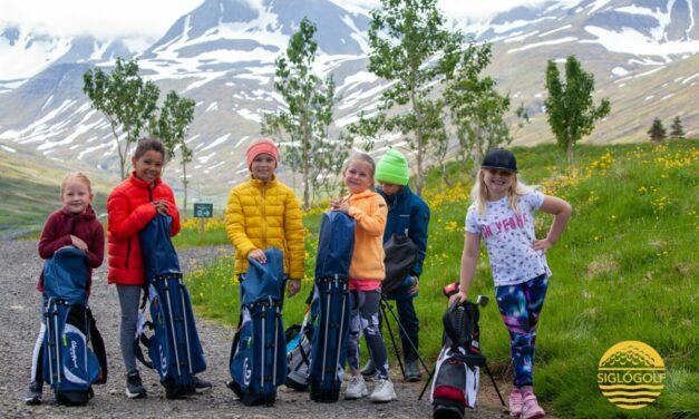 Sigló Golf býður börnum og unglingum á völlinn í dag